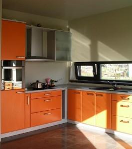 Renkuosi modernius baldus virtuvei